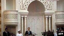 Norveški premijer Jens Stoltenberg obraća se muslimanima u centralnoj džamiji u Oslu, 29. jul 2011.