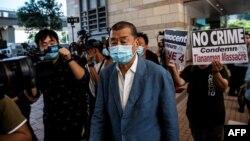 香港壹传媒创始人黎智英抵达西九龙警局。(2020年10月15日)