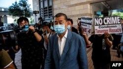 资料照:香港壹传媒创始人黎智英抵达西九龙警局。(2020年10月15日)