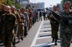 Kiyevda harbiy parad, Donetskda asirlar ommaga ko'z-ko'z qilindi/Shohruh Hamro