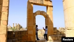 A man takes a picture of his friend in the ancient ruins of the Greek and Roman city of Cyrene, in Shahhat, Libya October 20, 2018. (REUTERS/Esam Omran Al-Fetori)