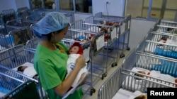 Trẻ sơ sinh tại một bệnh viện ở Việt Nam.