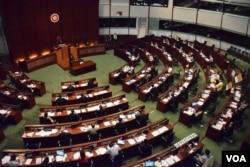 梁振英在立法會答問大會呼籲議員珍惜到深圳會見北京官員的機會。(美國之音湯惠芸)
