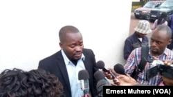Jean-Chrysostome Kijana, président du NDSCI - nouvelle dynamique de la société civile, est interviewé à Buvaku, RDC, le 4 octobre 2016. (VOA/Ernest Muhero)