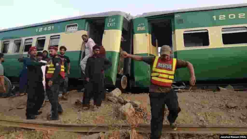 پاکستان میں گزشتہ چند ماہ کے دوران ریلوے حادثات میں اضافہ ہوا ہے جن میں اب تک درجنوں افراد کی جانیں جا چکی ہیں۔