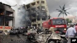 Hiện trường sau vụ nổ tại thị trấn Reyhanli ở vùng biên giới Thổ Nhĩ Kỳ-Syria, ngày 11/5/2013.