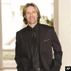 Virtual Choir composer Eric Whitacre