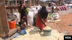 Traders selling maize at a market in Malawi's northern district of Karonga. Subsidized fertilizer has helped boost production in recent years. (VOA / T. Kumwenda)