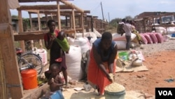 Traders selling maize at a market in Malawi's northern district of Karonga (VOA / T. Kumwenda)