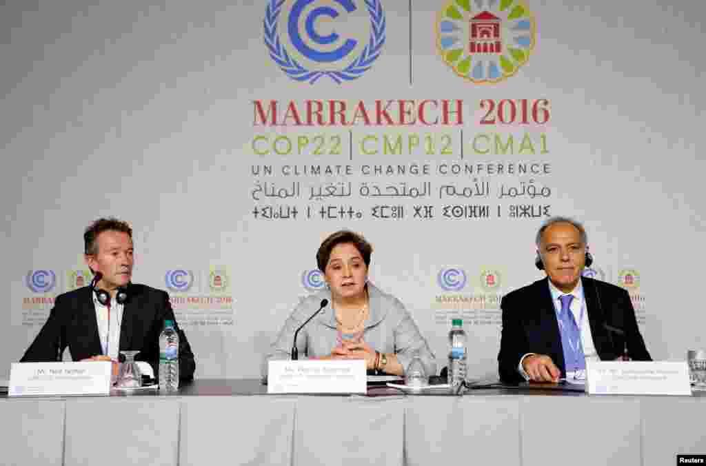 Nick Nuttall, Patricia Espinosa et le président de la COP22 Salaheddine Mezouar à Marrakech, Maroc, le 6 novembre 2016.