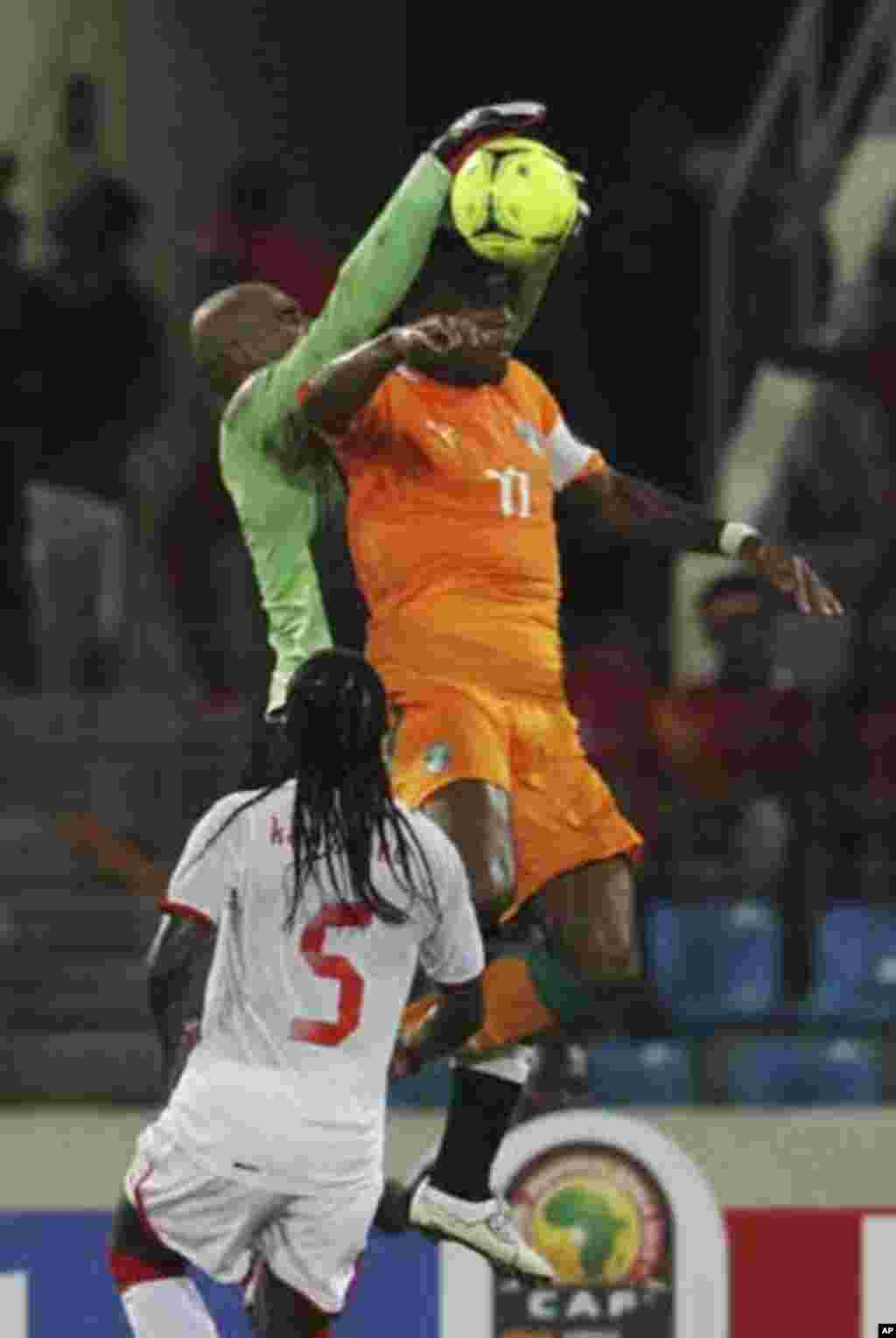 Didier Drogba (R) of Ivory Coast fights for the ball with Danilo of Equatorial Guinea (L) during their quarter-final match at the African Nations Cup soccer tournament in Malabo February 4, 2012