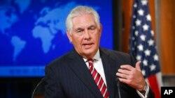 렉스 틸러슨 미국 국무장관이 지난 22일 워싱턴 국무부 청사에서 열린 기자회견에서 미국의 대북정책을 설명하고 있다.