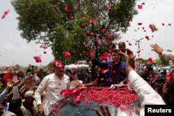 Bilawal Bhutto Zardari, chairman of the Pakistan People's Party, receives a rose-petal welcome from supporters as he heads for a campaign rally ahead of general elections on the outskirts of Karachi, Pakistan, July 2, 2018.