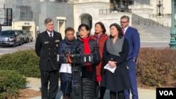 民主黨聯邦眾議員趙美心(Rep. Judy Chu, D-CA)2月28日在國會山前召開記者會,呼籲各界防疫當前停止散播仇視亞裔言論。