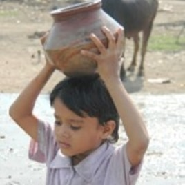 A boy in Bhopal carrying water