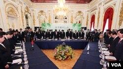 2011年日本主持日中韓峰會時三國首腦在會議開始前向東日本大地震死難者致哀