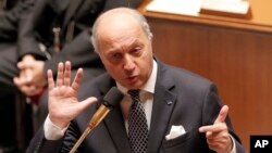 Ngoại trưởng Pháp Laurent Fabius nói đã cho triệu Đại sứ Mỹ đến để giải thích.