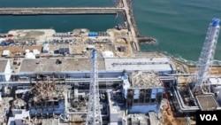 PLTN Fukushima yang rusak akibat gempa dan tsunami di Jepang.