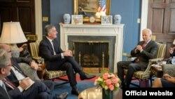 Crnogorski premijer Milo Đukanović tokom današnjeg susreta sa potpredsednikom SAD Džozefom Bajdenom (gov.me)
