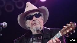 Merle Haggard fue galardonado con el premio Grammy en tres ocasiones, 1984, 1998 y 1999.