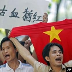 2011年6月越南示威者抗議中國宣示南中國海主權