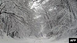 冰雪覆盖的首都地区公路