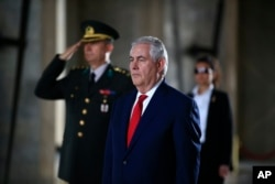 U.S. Secretary of State Rex Tillerson stands before laying a wreath at the mausoleum of Turkey's founding father, Mustafa Kemal Ataturk, in Ankara, March 30, 2017. Tillerson and Turkish officials on Thursday discussed ways to coordinate the fight against the Islamic State group in Iraq and Syria,