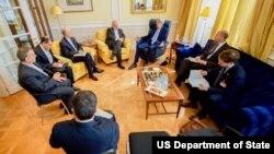 جان و کری مشاوران او در ملاقات با محمدجواد ظریف وزیر امور خارجه ایران – ۶ ژوئیه ۲۰۱۵