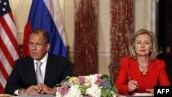 Klinton, Lavrov: Qaddafiy ketishi kerak