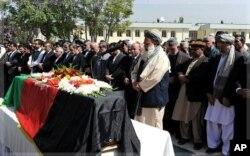L'une des victimes des récents attentats à Kaboul, l'ex-président Buranhuddin Rabbani, a été inhumé le 23 septembre 2011