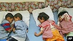 Enfants abandonnés par des filles-mères dans un orphelinat au Maroc. (Archives)