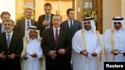 عکس: ارشیف - د ترکیې ولسمشر په قطر کې د خپل هیواد د سفارت د نوې ماڼۍ د پرانستلو پر وخت.