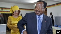 Cameroon President Paul Biya leaves the pooling station after voting in Yaounde, Cameroon (2004 file photo).