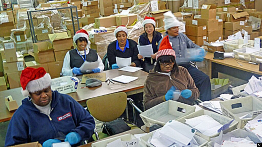 Postal workers play santa as childrens letters pile up some of the 22 postal elves who volunteer to organize letters to santa and spiritdancerdesigns Images