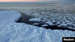 호주 빈센니스 만에서 녹아서 부서진 빙하가 떠다니고 있다. (자료사진)