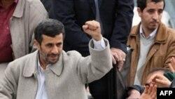 ირანში რევლუციის გამარჯვებას იხსენებენ