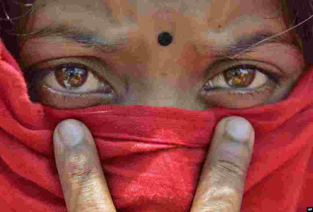Bangladeshda ishchi ayollar sharoitdan norozi