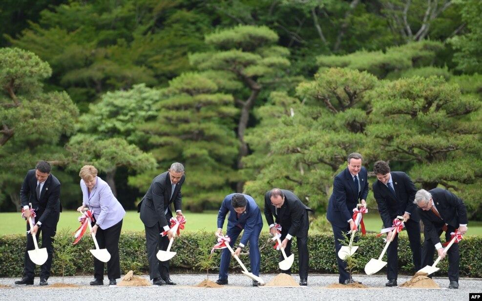 جاپان کے شہر آئزی میں جاری جی 7 کے سربراہی اجلاس کے موقع پر پودے لگانے کی تقریب جاری