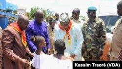 Accueil de Boubou Cissé à Kita, au Burkina, le 31 août 2019. (VOA/Kassim Traoré)
