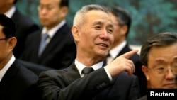 中國國家主席習近平的經濟智囊劉鶴參加中國和越南的簽約儀式 (2017年5月11日)