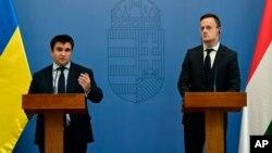 Министр иностранных дел и торговли Венгрии Петер Сийярто и министр иностранных дел Украины Павел Климкин. Будапешт, Венгрия, 12 октября. 2017