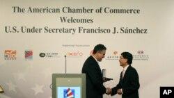 美商务部副部长桑切斯向香港贸发局总裁林天福颁奖