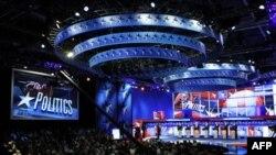 Pretendenti na predsedničku nominaciju Republikanske stranke tokom sinoćnje debate u Nju Hempširu