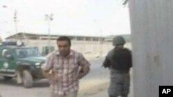 图为人们逃离遇袭现场的录像截屏