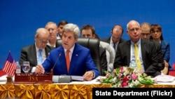 Menlu AS John Kerry memimpin delegasi AS pada forum regional ASEAN di Vientiane, Laos, Senin (25/7).