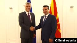Predsednik Kosova Hašim Tači i premijer Makedonije Zoran Zaev tokom susreta u Skoplju, 12. septembar 2018.