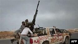 Расчет ПВО ливийских повстанцев.