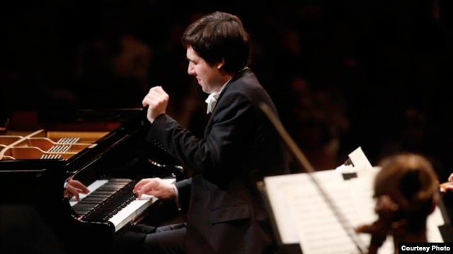 Gold Medal winner Vadym Kholodenko performs during final rounds of the 14th Van Cliburn International Piano Competition.  A new study says that in such competitions visual stimuli are just as important as audible ones. (Carolyn Cruz/ The Cliburn)
