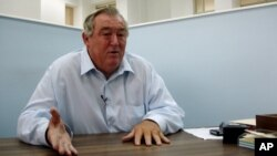 FILE - Conservationist Richard Leakey during an interview at his Nairobi, Kenya office, Aug. 10, 2007.