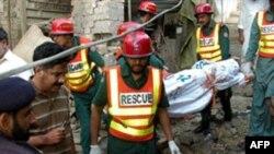 Pakistan'da Saldırganlar Sufi Türbesini Hedef Aldı